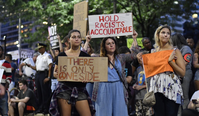 Manifestaciones en contra de la violencia racista presentada en Charlottesville, Virginia
