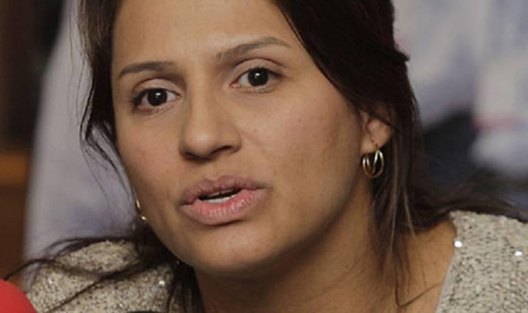 Paola Holguín.