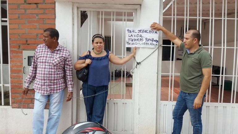 18 usuarios de EPS Medimás se encadenan para exigir prestación del servicio de salud