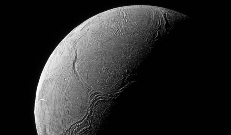 Imagen de Enceladus, una de las lunas de Saturno