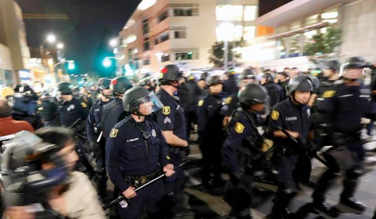 Disturbios Estados Unidos asesinatos negro: Protestas en EE.UU. por libertad de expolicía señalado de asesinato