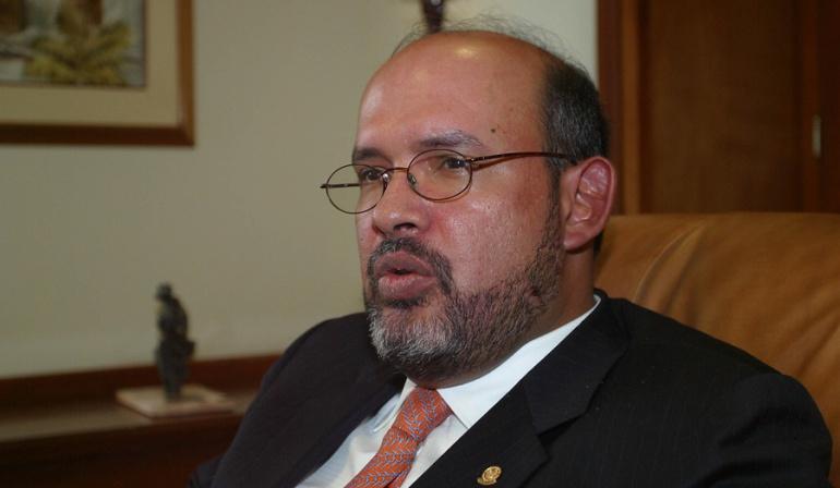 Leonidas Bustos pide investigar al fiscal que imputó cargos a Francisco Ricaurte
