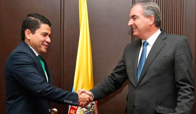 Luis Miguel Pico y Aurelio Iragorri, durante la posesión del primero como viceministro de Asuntos Agropecuarios en junio de 2017.