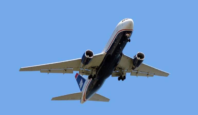 Películas aviones: ¿Por qué es más fácil emocionarse con una película en un avión?