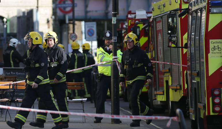 Tower Hil Explosión de celular metro de Londres: Explosión de celular causó pánico y evacuación en metro de Londres