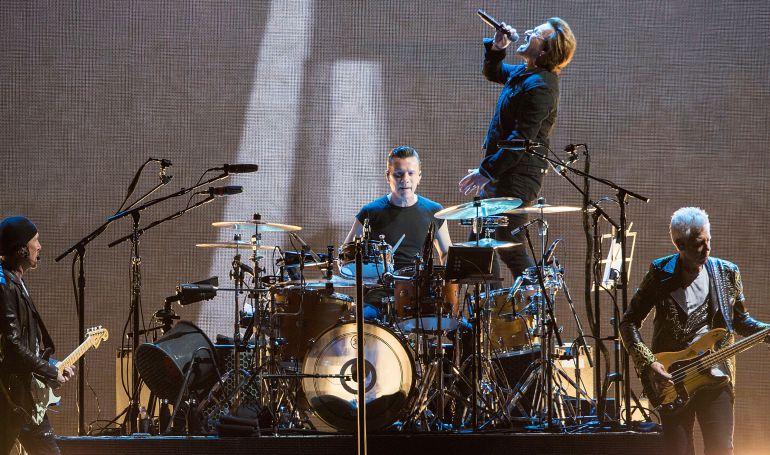 La banda irlandesa U2 en concierto