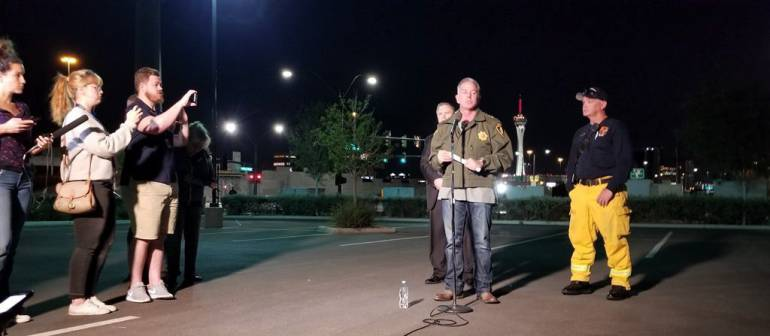El jefe de la Policía Metropolitana de Las Vegas, Joe Lombardo, ofrece una rueda de prensa después del tiroteo indiscriminado en Las Vegas, Estados Unidos.