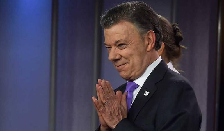 Santos busca tenerl os votos necesarios para aprobar la JEP en el congreso: Santos se reúne con comisiones primeras de Congreso para impulsar la JEP