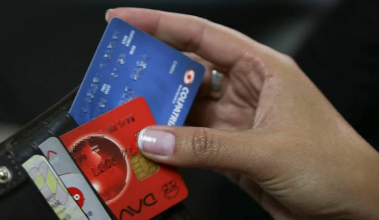 Superfinanciero Colombia endeudamiento: Colombianos a endeudarse con cautela para evitar problemas de pago: Superfinanciero