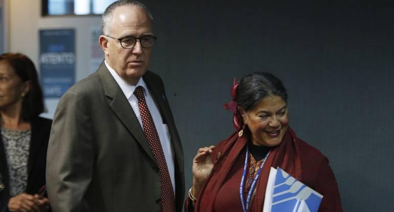 El representante regional de la Organización de las Naciones Unidas para la Alimentación y la Agricultura FAO, Julio Berdegué, y la representante regional adjunta para América Latina y el Caribe de la FAO, Eve Crowley