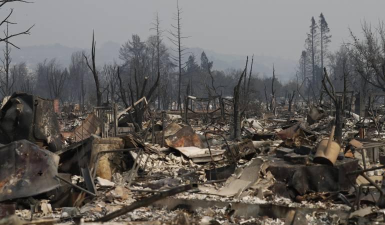 Incendios en California, Estados Unidos.: California sigue ardiendo: 17 muertos y más de 46.500 hectáreas quemadas