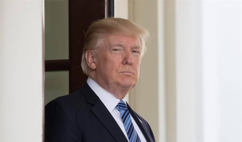 Donald Trump Puerto Rico huracan: Donald Trump amenaza con abandonar labores de recuperación en Puerto Rico