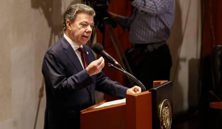 """""""Los acuerdos de paz son para cumplirlos"""": Santos a Lara"""