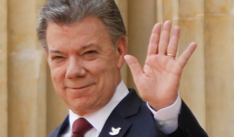Santos llama a elecciones limpias en Venenzuela: Santos invita a venezolanos a votar y señala a Maduro de no jugar limpio