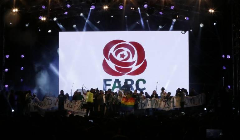 Santos critica a las FARC por mantener siglas en partido político