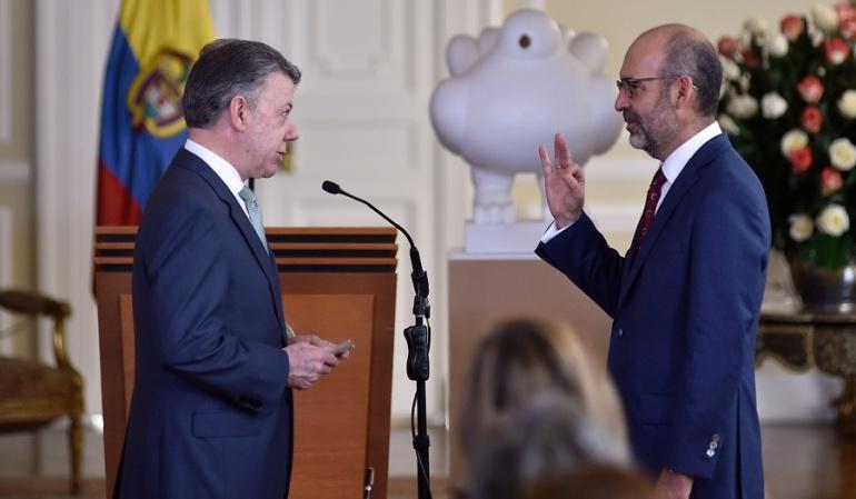 El presidente Santos posesiona a Camilo Sánchez como nuevo ministro de Vivienda