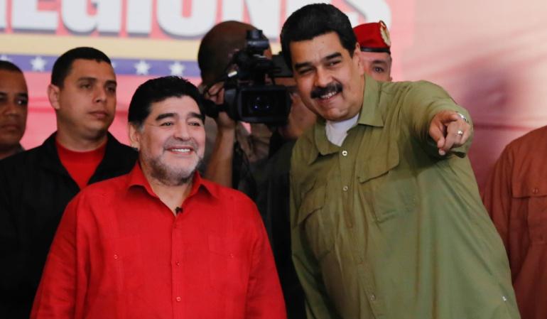 Maradona Nicolás Maduro: Todos somos soldados de Nicolás Maduro: Maradona