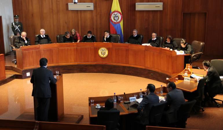 Mujeres insisten ante la Corte Constitucional que las toallas higiénicas no deben tener IVA