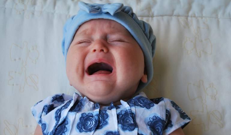 Prueban dispositivo para evitar que los bebés lloren en los aviones