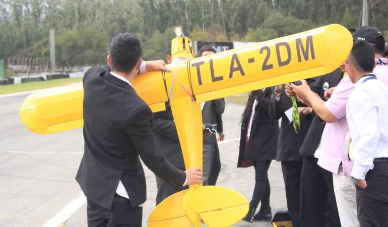 Muestra de aeromodelismo en el autódromo de Tocancipá.