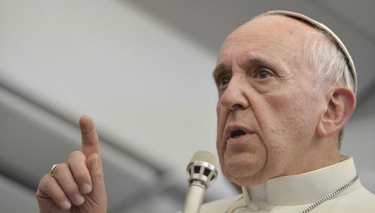 """Papa dice que rezar es un diálogo con Dios y no """"hablar como loros"""""""