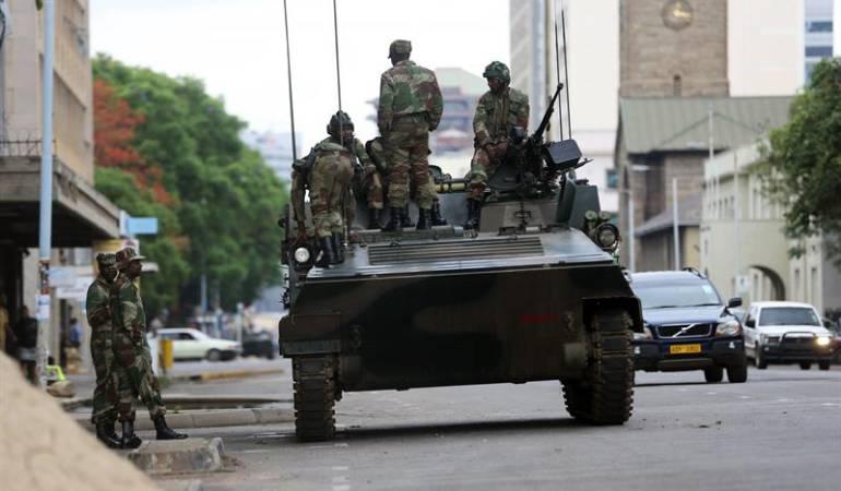 ZIMBABUE MUGABE: Mugabe se resiste a dimitir en negociaciones con los militares