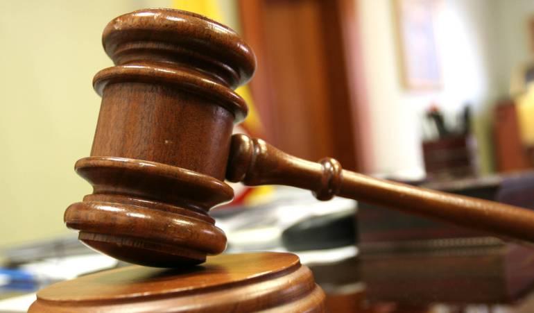 Corte tumba fallo que evitaba a los hombres tener custodia de sus hijas mujeres: No solo las madres son aptas para guardar y cuidar a las hijas: Corte Constitucional