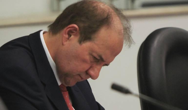 Leonidas Bustos se despachó contra exfiscal por supuestos nombramientos en Fiscalía