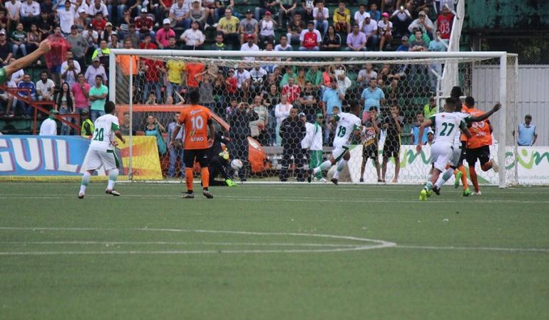 Llaneros 1-4 Leones Torneo ascenso final: Leones golea a Llaneros y pone un pie en la primera división del fútbol colombiano