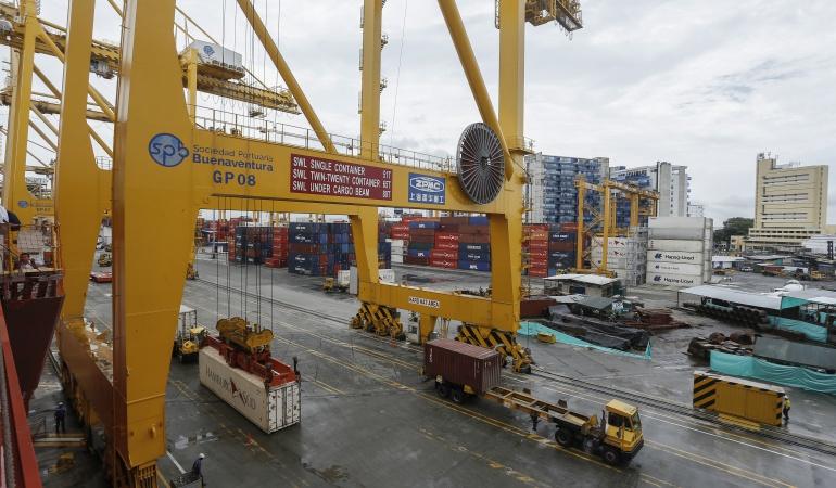 En Buenaventura decomisan el cargamento más grande de contrabando en Colombia