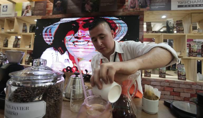 Consumo de cafeína.: Abuso de cafeína puede causar dependencia similar a la de otras drogas