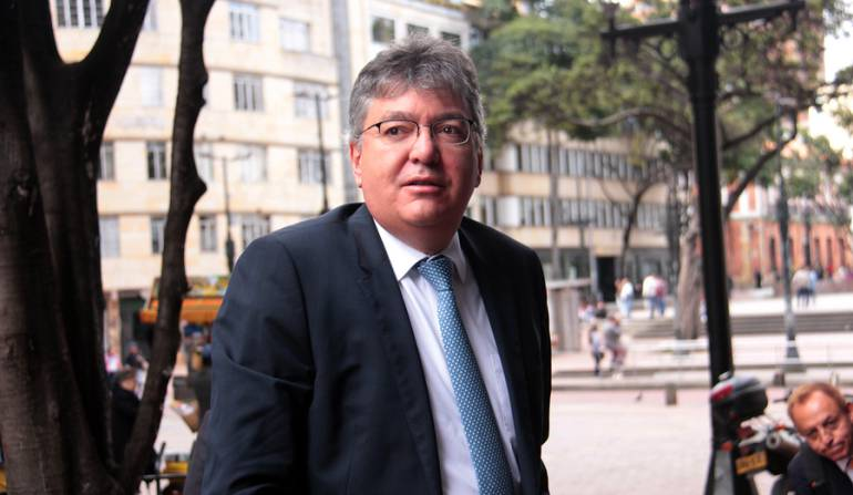 MinHacienda salud a pensionados: Reducción de aportes de salud a pensionados afectará a colombianos pobres: MinHacienda
