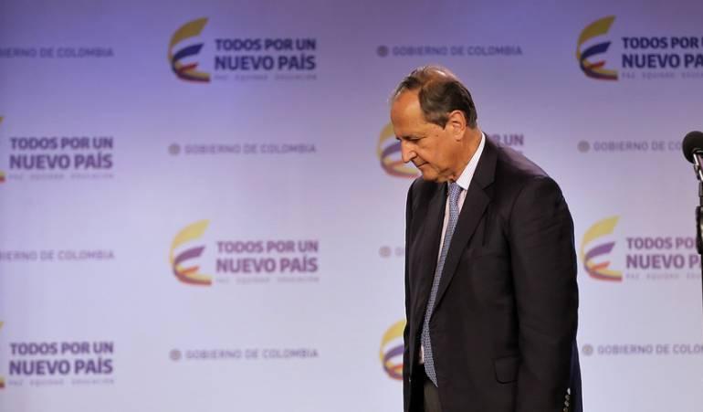 Reunión Santos y ex negociadores con el ELN: Equipo negociador con ELN entregó a Santos renuncia protocolaria