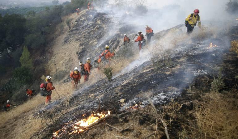 Incendios en EE.UU. dejan un muerto, 500 casas destruidas y miles de evacuados