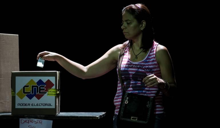 Venezuela Rector del CNE: Rector del CNE y oposición denuncian irregularidades en elecciones en Venezuela