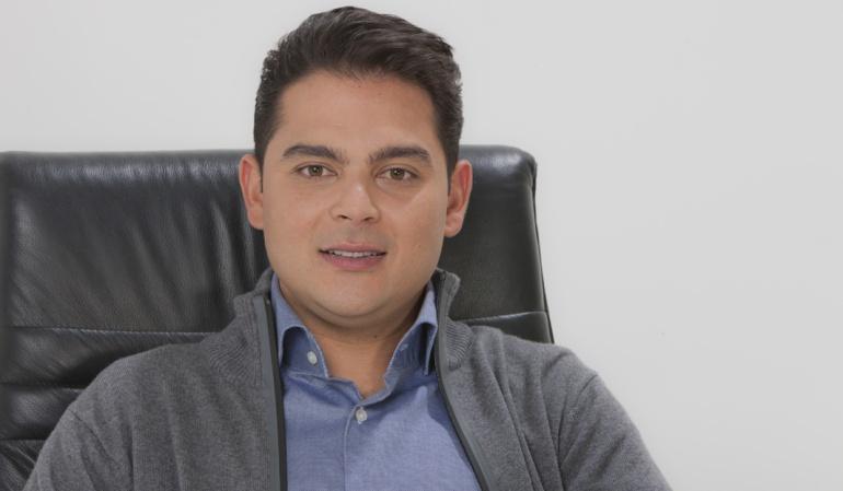 """Elecciones al Congreso: Efraín Torres inscribe su candidatura a la Cámara con el lema """"Primero Los Niños"""""""