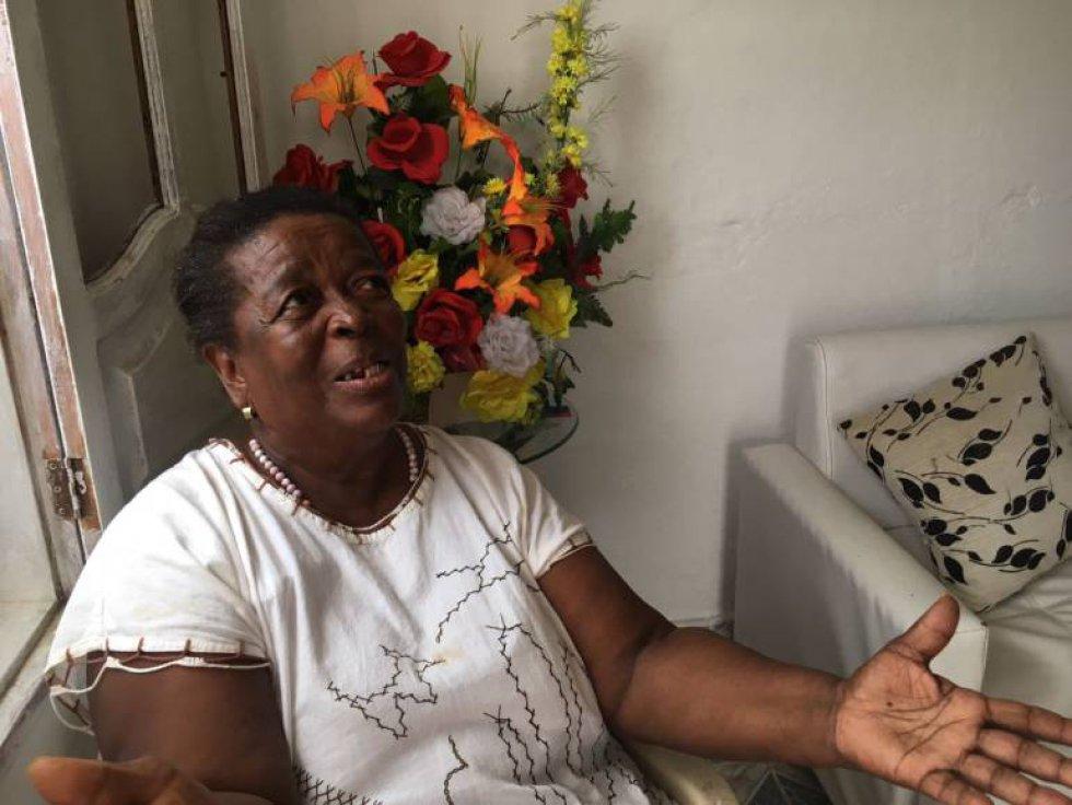 Lorenza María Pérez | Tiene 77 años de edad, y hace 52 años vive en el barrio San Francisco de Cartagena. Brinda almuerzo diariamente a 85 niños del sector, sin recibir nada a cambio. El Papa Francisco entró a su casa, la saludó, y bendijo su comedor. Tuvo que ser la enfermera improvisada del santo padre cuando vio que tenía un corte en la ceja y un fuerte golpe en el pómulo, que le dejó un visible hematoma.