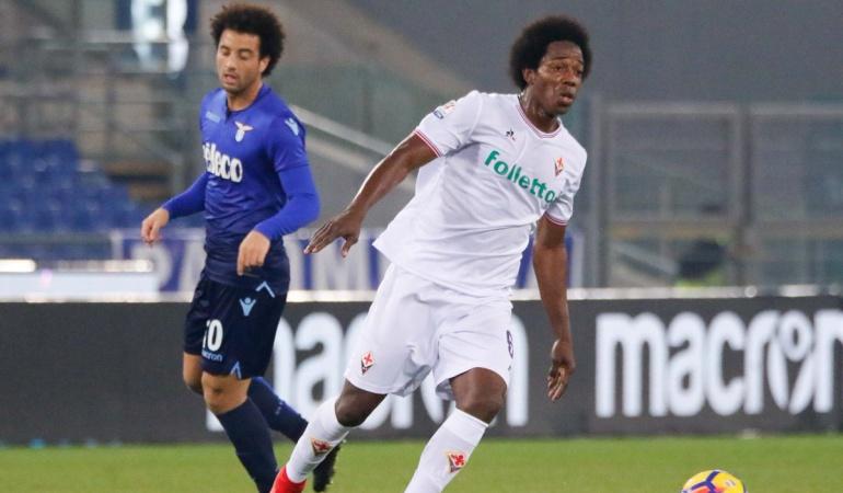 Futbolistas colombianos: Carlos Sánchez jugó los 90 minutos en la derrota de la Fiorentina