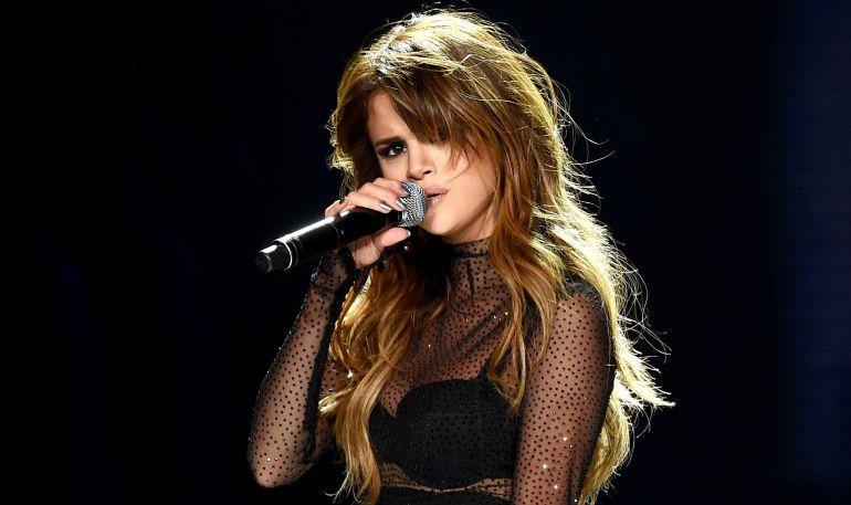 Culpan a Selena Gómez del suicidio de una joven