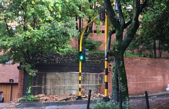 Estragos por lluvias en la calle 71 con carrera 4 en Bogotá