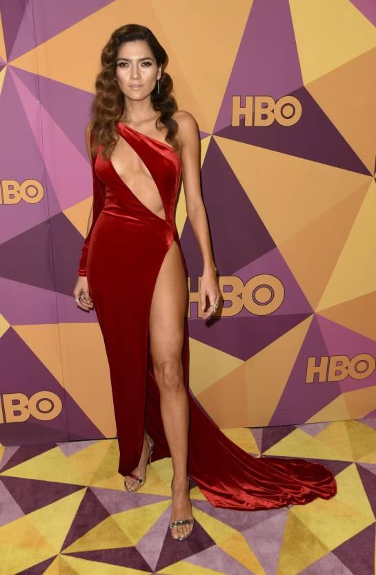 Globos de Oro Blanca Blanco: El vestido rojo que causó controversia en los Globos de Oro