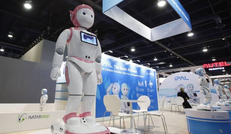 Un robot de Avatarmind se exhibe el día de la inauguración en el Salón Internacional de la Feria de Electrónica de Consumo.