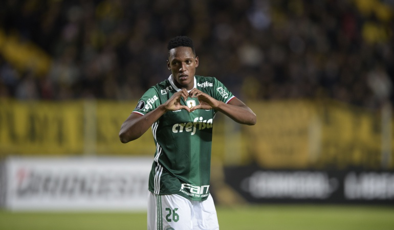 #VIDEO ¿Por qué Yerry Mina pisó descalzo la cancha del Camp Nou?