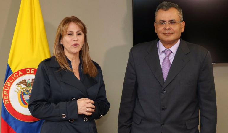 La ministra del Trabajo, Griselda Yaneth Restrepo, y el nuevo director Nacional del Sena.