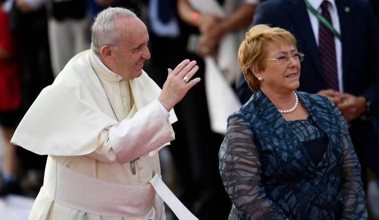 El papa en Chile: Francisco se reunirá hoy con presidente Bachelet