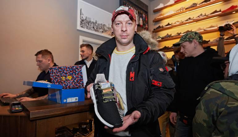 Filas en Berlín para comprar zapatillas