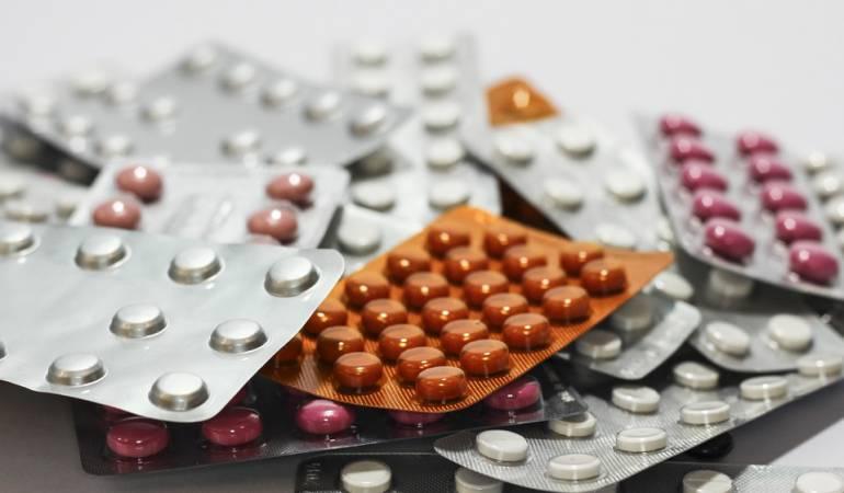 Minsalud denuncia 'presiones' de farmacéuticas para revocar control a precios de medicamentos