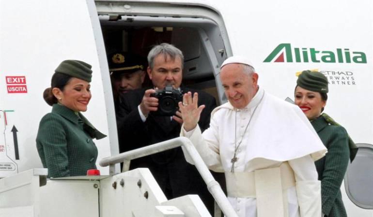 Papa Francisco tripulantes: Papa Francisco casó a pareja de tripulantes de su vuelo a Iquique