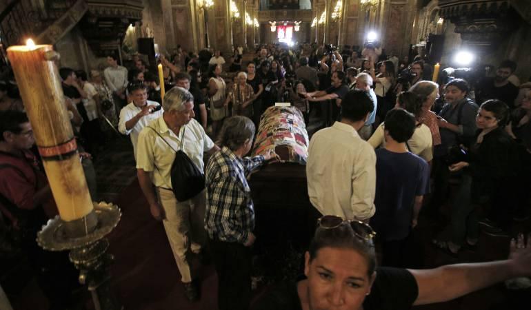 Despiden los restos del 'antipoeta' chileno Nicanor Parra
