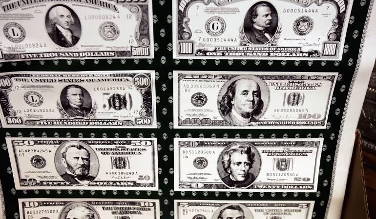 Dólar sufre caída parcial de $44,13 y se negocia a $2.775